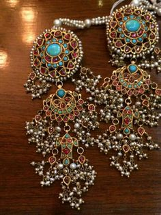 Long earrings with precious stones like firoza and pearls India Jewelry, Ethnic Jewelry, Antique Jewelry, Vintage Jewelry, Gold Jewelry, Stylish Jewelry, Fashion Jewelry, Traditional Indian Jewellery, Indian Earrings