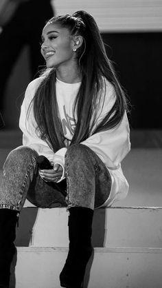 "( ☞ 2017 ★ CELEBRITY MUSIC WOMAN ★ ARIANA GRANDE "" Pop ♫ R&B ♫ "" ) ★ ♪♫♪♪ Ariana Grande-Butera - Saturday, June 26, 1993 - 5' 0¼"" 104 lbs 33-24-33 - Boca Raton, Florida, USA."