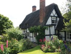 This Idyllic English Cottage Couldn't Be More Charming
