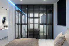 Loft W, Vienna, design: Jürgen Hamberger, #steiningerdesigners. Storage system AIR by #porro - part of the Steininger #InteriorDesignSelection.
