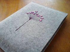 handbestickte Büchertasche Buchtasche von diallo auf DaWanda.com 22,9