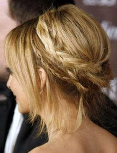Nicole Richie's boho braid is so cute. (I need to wait for my hair to grow a bit longer so I can try this look!) -SvH