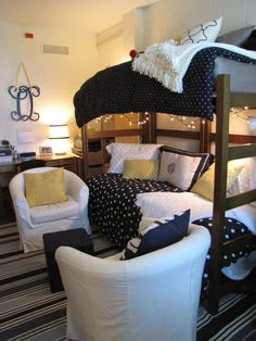 Dorm Room Decor Ideas Creating a Cool Dorm Room Dorm Room Decor Ideas. Shopping for college dorm room supplies can be really exciting. You want to get the essentials, but you also want your room to… Uga Housing, Dorm Room Designs, Bed Designs, Dorm Design, Interior Design, Cool Dorm Rooms, Teenage Room Decor, College Dorm Rooms, College Apartments