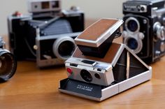 Polaroid Vintage Camera - Just about anyone can enjoy the retro Polaroid Vintage Camera, which brings back the classic way of getting a peek at photographs immediately. Sx 70 Polaroid, Vintage Polaroid, Vintage Cameras, Polaroids, Latest Camera, Instant Film Camera, Retro Camera, Audio, Cool Gadgets