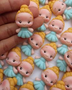 Porcelain China Mugs Polymer Clay Figures, Cute Polymer Clay, Cute Clay, Fondant Figures, Polymer Clay Projects, Clay Crafts, Paper Crafts, Disney Clay Charms, Wedding Gift Wrapping