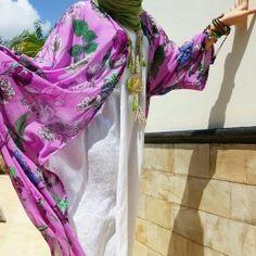 Kaftan Outer KamilaSalam ladies , fenomena hijabers akhir akhir ini luar biasa. Banyak sekali wanita muslimah yang semakin percaya diri memakai hijab dikarenakan model- model hijab yang modis dan chic. Tapi masih banyak juga ya, yang belum mengerti bahwa menutup aurat itu sebenarnya harus kaffah alias sempurna dan menyeluruh. Yakni aurat kita tidak boleh terlihat, termasuk lekuk tubuh.  Bagaimana jika kamu masih belum bisa memakai gamis, abaya atau kaftan? Masih ingin ber- jeans ria yang…