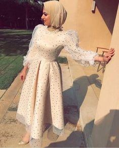 Hijab Evening Dress, Hijab Dress Party, Evening Dresses, Evening Outfits, Hijab Simple, Skirt Fashion, Fashion Dresses, Hijab Fashionista, Hijab Fashion Inspiration