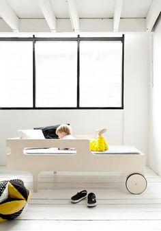 R toddler bed by RAFA Kids