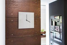 C-CLOCK  Wanduhr aus Carbonbeton, hier auf Stahl Clock, Home Decor, Wall Clocks, Steel, Watch, Homemade Home Decor, Clocks, Interior Design, Home Interiors