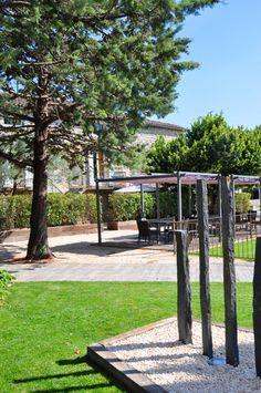 La terrasse de l'espace #piscine au Mas du Terme #hotel #barjac #sud