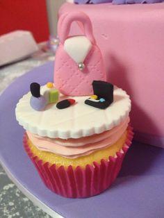 Handbag and make up cupcakes - Handbag and make up cupcakes.