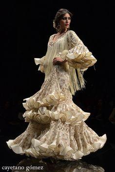 Loli Vera simof 2012 https://www.pinterest.com/dismondismon/moda-flamenca/