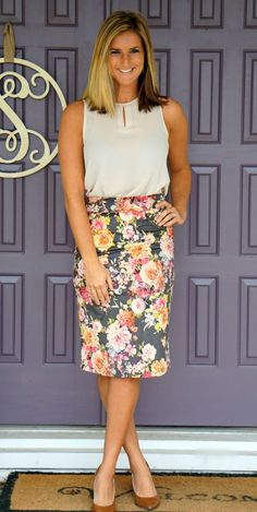 Stitch Fix Le Lis Elle Faux Suede Skirt - perfect floral pencil skirt for work! Hit or miss with pencil skirts and my shape, but love the look Pencil Skirt Work, Floral Pencil Skirt, Pencil Skirts, Style Work, My Style, Work Fashion, Fashion Outfits, Stitch Fix Fall, Stitch Fix Outfits