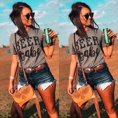Cute shorts and purse Country Girl Style, Country Fashion, Country Girls, Country Girl Hair, Cowgirl Outfits, Western Outfits, Western Wear, Western Chic, Country Music Outfits