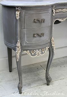 french furniture Stiltskin Studios: Weathered Grey French Desk Always love her work! French Furniture, Refurbished Furniture, Repurposed Furniture, Shabby Chic Furniture, Dining Furniture, Furniture Projects, Furniture Makeover, Vintage Furniture, Furniture Design