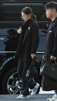 See Jennie Airport Photos at Incheon heading to Singapore on February 2019 for BLACKPINK 2019 World Tour Kpop Fashion Outfits, Fashion Idol, Blackpink Fashion, Mode Outfits, Korean Outfits, Casual Outfits, Jenny Kim, Jennie Blackpink, Korean Airport Fashion
