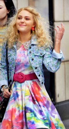 The Carrie Diaries. 1. I'm addicted to the show 2. I need all of this. But sorry outfit, I won't be wearing the denim jacket with the skirt. I won't go THAT 80's