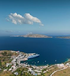 VISIT GREECE| Upon reaching #Skyros, you will encounter the scenic Port of #Linaria. Only ten km far you will find the beautiful #Hóra, amphitheatrically built around a Byzantine castle that occupies the site of the ancient citadel (acropolis). #Sporades #Greece #greekphotos Skiathos, Classical Antiquity, Acropolis, Archipelago, Greece Travel, Vacation Spots, Beautiful Places, Places To Visit, In This Moment