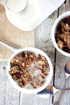 This crunchy apple spice granola is everything you need for a great start to your morning with fall-inspired, pure deliciousness.