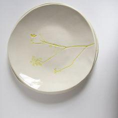 blanc assiette plat de service Tenture murale plaque. par karoArt, €37.00