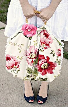 Love this purse, would be great with vintage barkcloth.