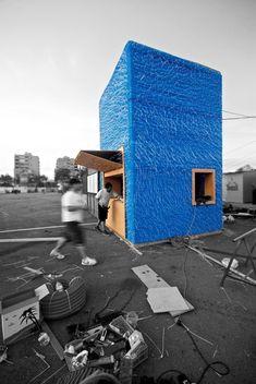 Bluetube Bar    Arquitectos: DOSE   Ubicación: Oporto, Portugal  Equipo: António Martins, Carlos Foyedo, Luís Grilo.  Cliente: Ae FAUP  Año Proyecto: 2010  Área Proyecto: 9 m2