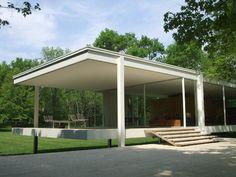 CRONOLOGÍA: 1950 SITUACIÓN: ILLINOIS (EE.UU) DESCRIPCIÓN: En 1946 la doctora Edith Farnsworth encargó a Mies una pequeña casa de campo en una idílica parcela en las proximidades del río Fox. Mies t…