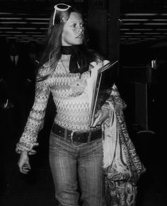 Miss Brigitte Bardot : Photos Brigitte Bardot, Bridget Bardot, And God Created Woman, Queen Photos, French Beauty, French Actress, Black And White Photography, Vintage Fashion, Vintage Style