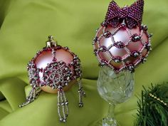 Samosudova Anna is talented beadwork artist who  makes amazing Christmas Balls and ornaments, decorated with