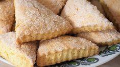 Ak máte doma téglik smotany a dostali ste chuť na sladké, pripravte si tieto lahodné tvarohové trojuholníčky. Cornbread, Tiramisu, Ethnic Recipes, Food, Basket, Millet Bread, Essen, Meals, Tiramisu Cake