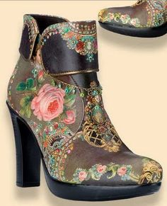 Idea. Crystals, roses and other vintage motifs on boots.