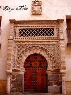 palacio de benacazon, door, Toledo Art And Architecture, Architecture Details, Entry Doors, Entrance, Door Prizes, Andalusia, Cities, Nostalgia, Spain