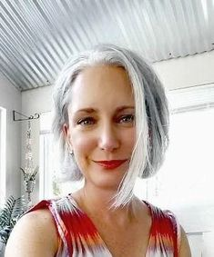 Gray Wigs African Americans Blue And Grey Wig Shampoo For Silver Hair – wigsblonde Ash Gray Hair Color, Silver Grey Hair, Ash Grey, Short Silver Hair, Grey Wig, Grey Bob Hairstyles, Cool Hairstyles, Wedding Hairstyles, Grey Hair Journey