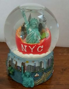 NYC The Big Apple  Snow Globe (2005)