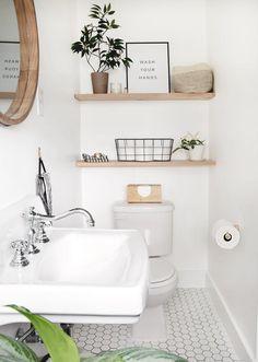 Small Toilet Room, Toilet Room Decor, Half Bathroom Decor, Small Toilet Decor, Bathroom Staging, Small Bathroom Ideas, Small Vintage Bathroom, Small Bathroom Inspiration, Small Bathroom Organization