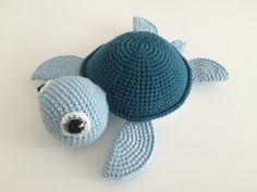 Crochet baby turtle - recipe from Vibemai (changed the eyes a bit though) http://vibemai.bloggersdelight.dk/skildpadde/ (in Danish)