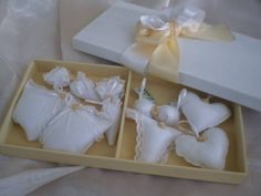 Gift Wrapping, Gifts, Ribbon Bows, Decorated Boxes, Bold Stripes, Bedroom Cupboards, Drawers, Sacks, Manualidades