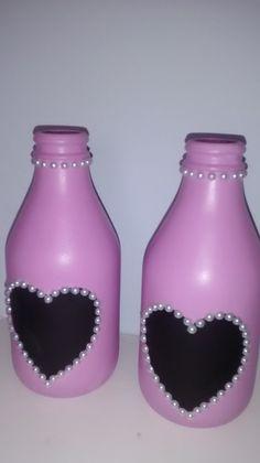 Waste Bottle Craft, Glass Bottle Crafts, Diy Bottle, Bottle Art, Painted Wine Bottles, Bottles And Jars, Wine Bottle Centerpieces, Wine Craft, Altered Bottles