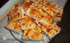 Fokhagymás-tejfölös lepény recept fotóval Ring Cake, Scones, Pizza, Cauliflower, French Toast, Food And Drink, Favorite Recipes, Bread, Cheese