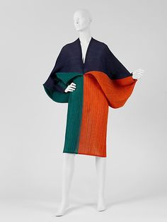 Issey Miyake dress ca. 1991 via The Costume Institute of the Metropolitan Museum… 90s Fashion, Vintage Fashion, Fashion Outfits, Womens Fashion, Fashion Trends, Stylish Outfits, Retro Mode, Mode Vintage, Issey Miyake