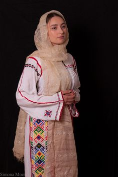 Popular Folk Embroidery Traditional Romanian costume from south of Dobrogea. Dress and apron hand made by Simona Niculescu. Photography by Radu Niculescu. Folk Embroidery, Embroidery Patterns Free, Folk Costume, Costumes, Romanian Women, Ethnic Outfits, Fashion Art, Fashion Trends, Female Form