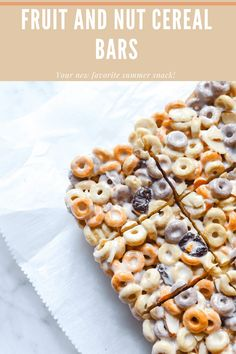 These fun and easy snack bars are so fun and simple to make! Fruit Cereal, Cereal Bars, World Recipes, Bar Recipes, Sweets Recipes, Healthy Recipes, Summer Snacks, Easy Snacks, Yogurt Bar