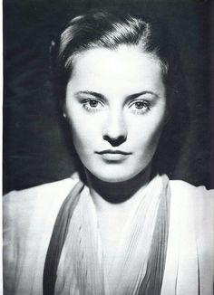 striking portrait of Barbara Stanwyck