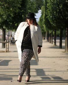 On adore le look de @Stephanie Zwicky Elle porte le legging PANOMI http://jeanmarcphilippe-eshop.com/fr/pantalon-panomi-102-noir-ecru.html   Pour voir son article http://www.leblogdebigbeauty.com/2013/06/concorde/ #blackandwhite #fashion #plussize
