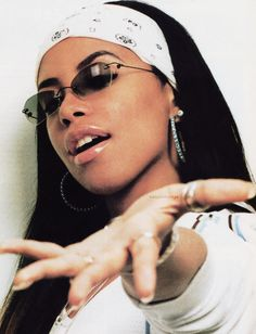 fashion style aaliyah R&B RnB fashion Brandy rnb aaliyah haughton Throwback Thursday throwbackthursday brandy norwood r&b style Mode Hip Hop, 90s Hip Hop, Black Girl Aesthetic, Retro Aesthetic, Aesthetic Outfit, Aesthetic Fashion, Mode Old School, Spring Outfit Women, Mode Outfits