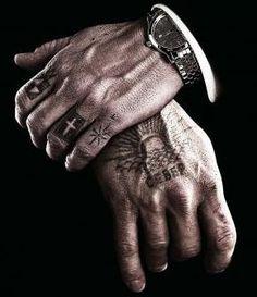 Tatuajes en mano