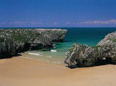 Playa Cuevas del Mar - Llanes, Asturias