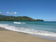 Hanalei Bay Beach in Hawaii, USA! A gorgeous white-sanded destination!