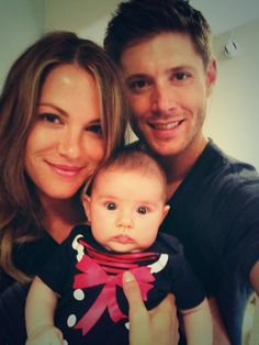Danneel tweeted a pic of her, Jensen and JJ! Isn't JJ  gorgeous? Aren't they all?! Such an adorable family!!!! :D