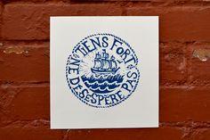 """Linogravure """"Tiens fort ne désespère pas"""", inspirée par l'iconographie des tatouages de marins. Impression d'art numérotée"""